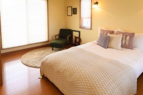静かな寝室